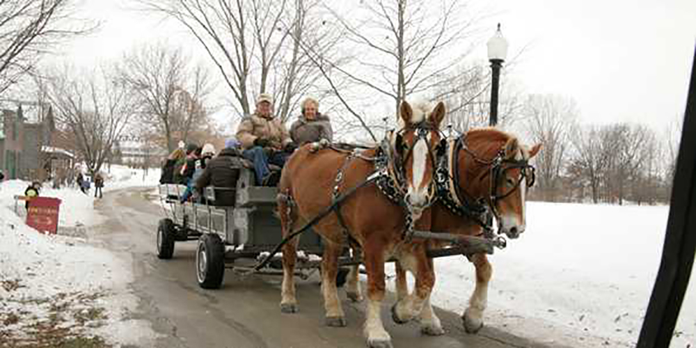heritage hill wi horse carriage holidays